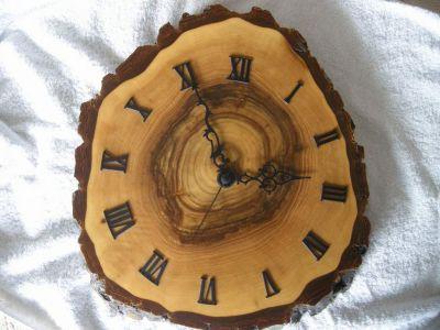 Nuss-Holz-Uhr-0980