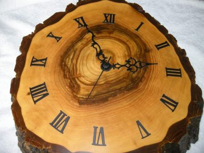 Nuss-Holz-Uhr-0982