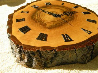 Nuss-Holz-Uhr-0983