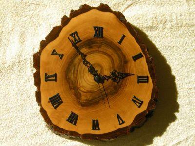 Nuss-Holz-Uhr-0984