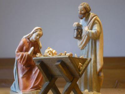 WeihnachtsKrippe-und-HolzFiguren--1-DSCN1075