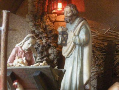 WeihnachtsKrippe-und-HolzFiguren--DSCN1038