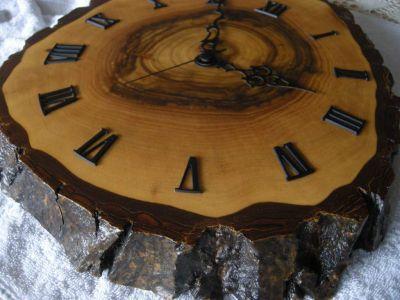 Nuss-Holz-Uhr-0981