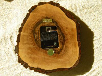 Nuss-Holz-Uhr-0985