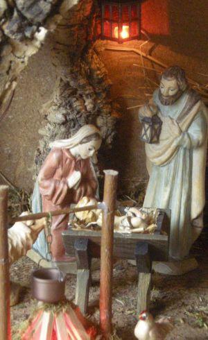 WeihnachtsKrippe-und-HolzFiguren--DSCN1039